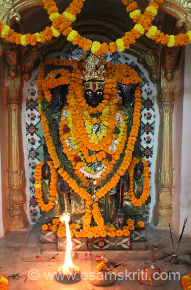 Image of Lord Vishnu inside the temple. Temples to visit besides ones listed here are Kashi Vishwanath, Ma Annapurna (both close to each other, have lunch here), Tailanga Swami 