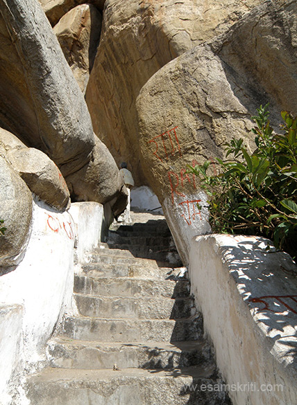 The purpose of this pic is to show you narrow the pathway is at places, note boulders on both sides.