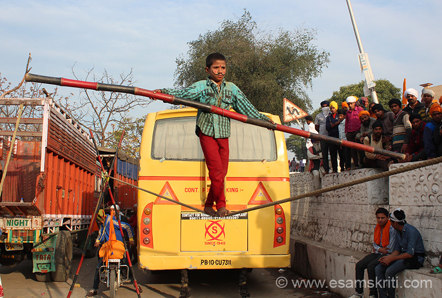 During Hola Mohalla saw number of kids doing this wow balancing act. Reminded me of old Bollywood movie scenes, todays movies do not show them.