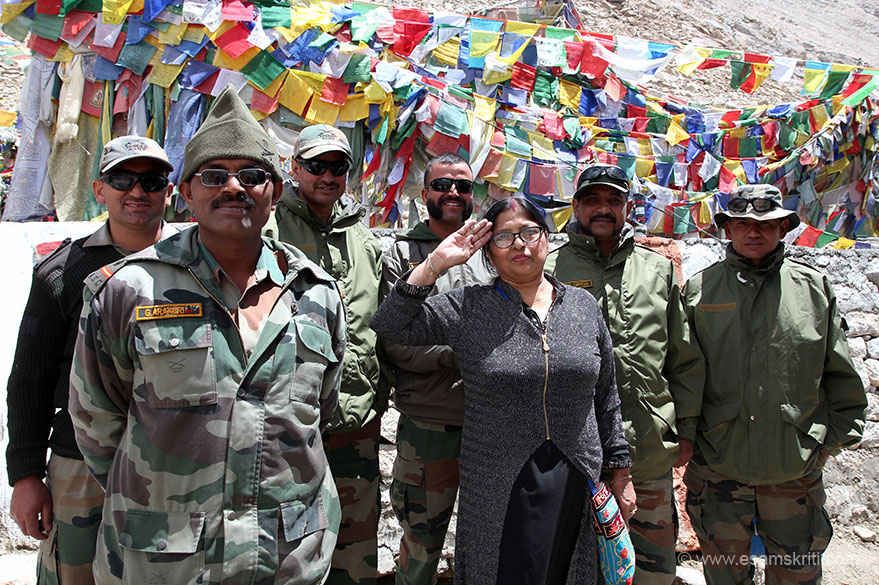 Saw patriotism levels rise in Ladakh esp when ordinary Indians saw the terrain and experienced first hand cold/lack of oxygen. This lady insisted on doing a Jai Hind and taking a pic with jawans. Later on I clicked husband and wife with jawans.