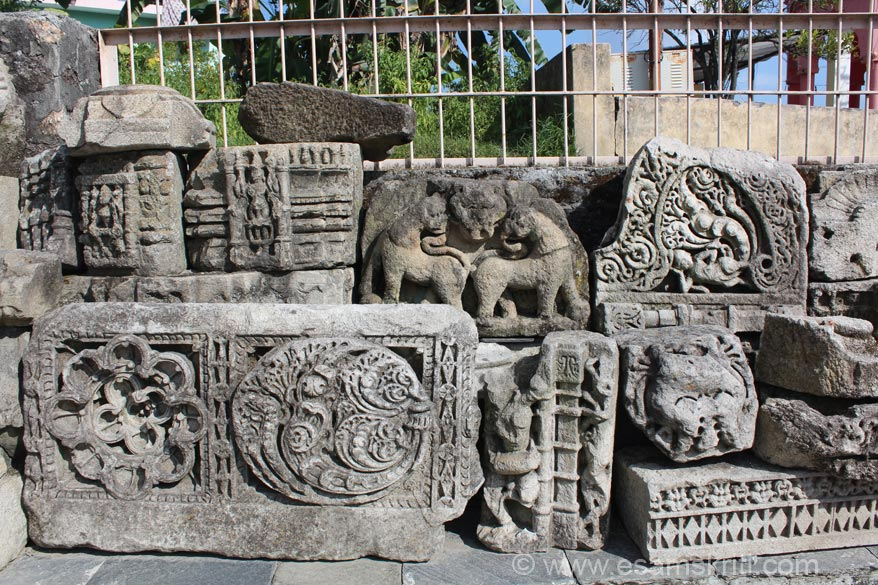 In temple compound u see the various carvings that once formed part of the temple. Fortunately they are preserved.