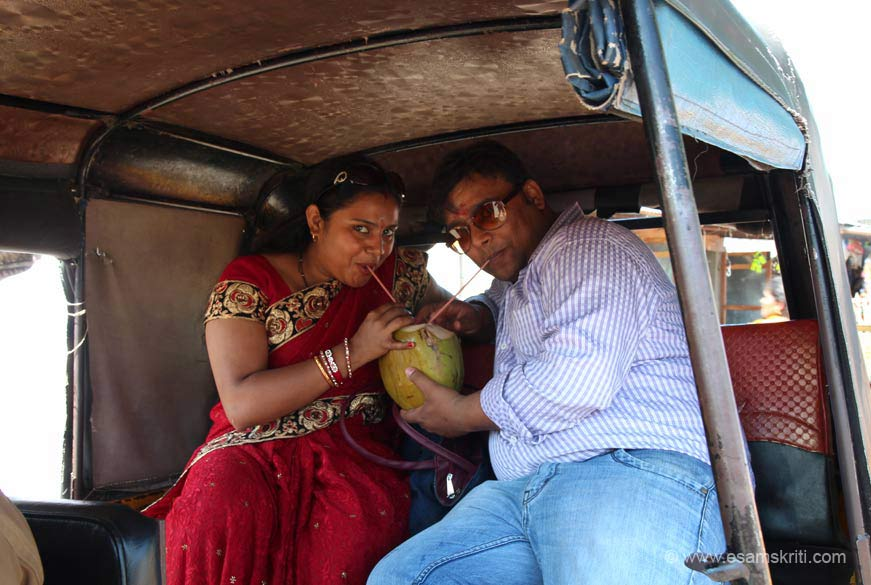 Couple from Jharkhand, the home state of M S Dhoni, gave a new definition to love. It can also mean sharing a coconut in an auto-rickshaw.