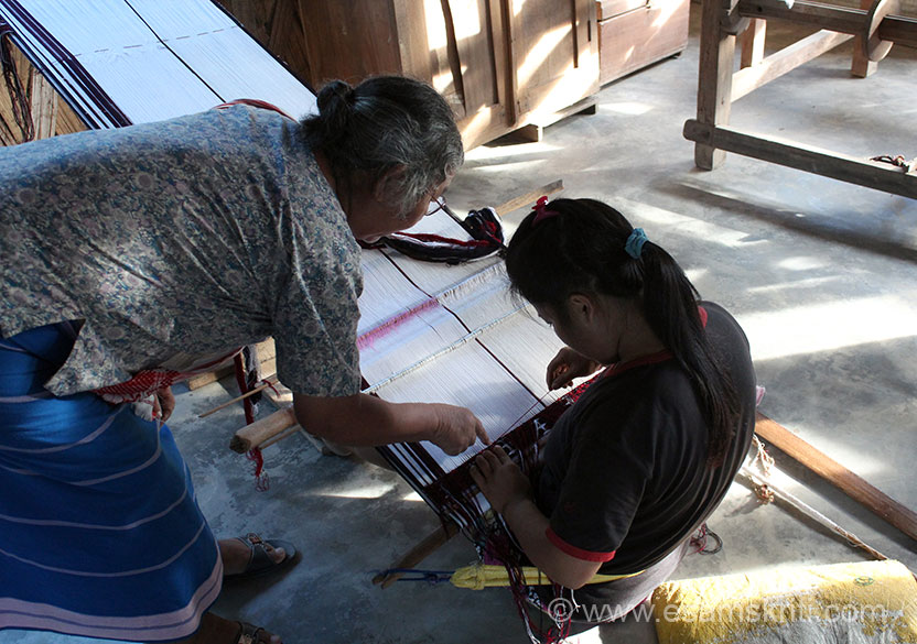 Next stop was craft centre at Daporjio i.e. about 3-4 hours drive from Along. Subansiri river flows there, ideal for river rafting and angling. U see a senior teaching a student how to make