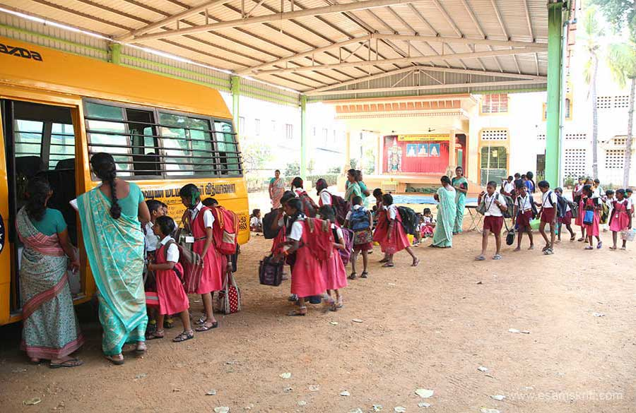 "Kids getting into school bus. To visit school web site <a href=""http://www.rkmath.net/vidyalaya-english.php"" target=""_blank"">Click here</a>"