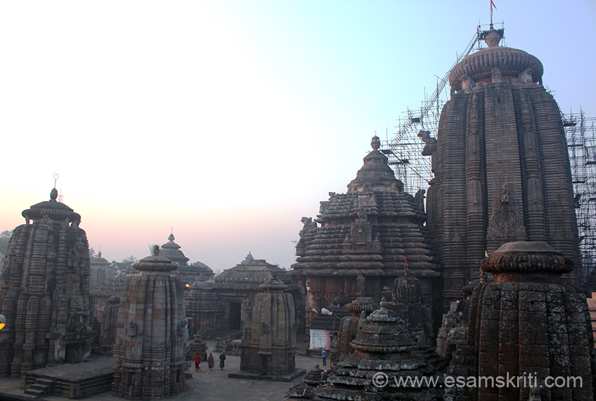 Early morning view of the Lingaraj Temple, the biggest temple complex in Bhubhaneswar. It has a spire called Sri Mandir, jagamohana, the bhoga mandapa (hall of offering) and nata