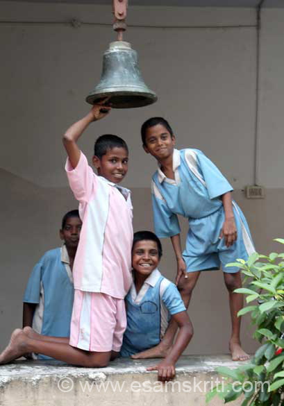 "Ringing the evening bell is also duty of students. The kids just loved being clicked. To see pics of RKM Narayanpur Bastar <a href="" http://www.esamskriti.com/photo-detail/Ramakrishna-Mission-Ashrama-Narainpur.aspx"" target=""_blank"">Click here</a>"