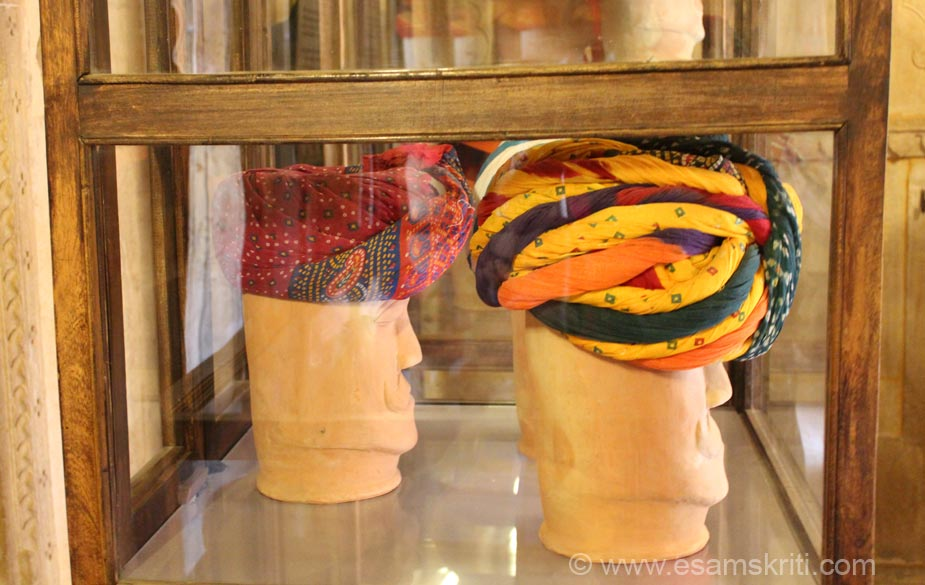 An example of how turbans are displayed. To see a very good photo collection on Patwa Haveli <a target=_blank href=http://www.imagesofrajasthan.com/jaisalmerpatwonkihaveli.htm>Click here</a>