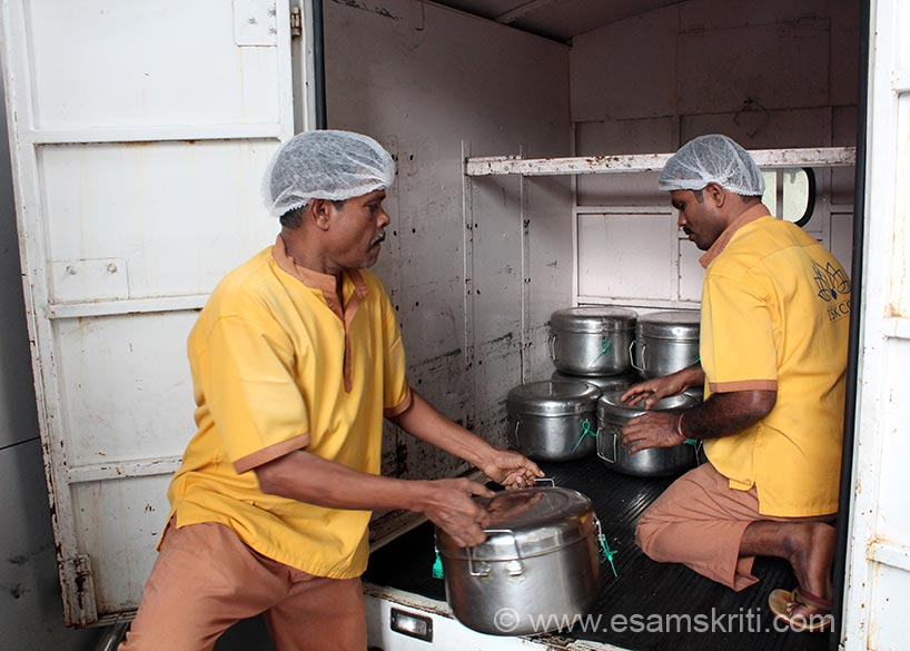 Containers are then put in vehicles to be distributed to the schools. Delivery to schools happens twice a day, once around 8.30 to 9.30 am and return to serve lunch at 2.30 pm. To get food  ready by 8.30 am the kitchen starts as early as 1 am.