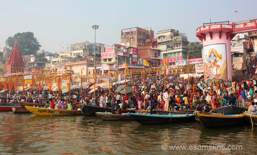 "A view of the Dasashvamedha Ghat from the boat on Kartik Purnima day. To see Veda Vyasa temple in Ramgarh Fort <a href = ""http://www.esamskriti.com/photo-detail/Ramgarh-Fort.aspx"" target = ""_blank"" > Click here </a>"