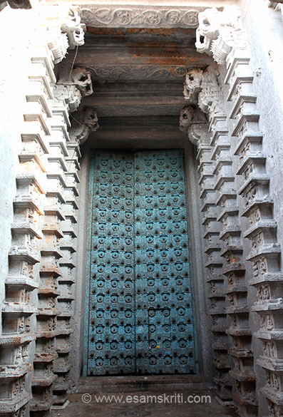 Entrance gate, not used. Missed seeing Vali``s Cave, a remarkable spring known as ``Skanda-Pushkarani`` -- the Nazhik-kinaru, the Vishnu shrine of Venkatesa,