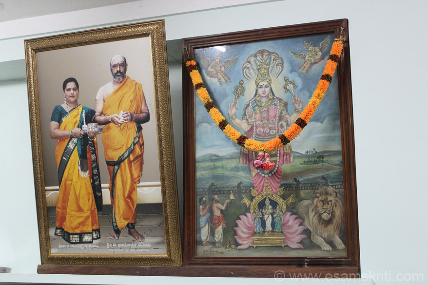 Next dining hall is Hornadu. On left is pic of the present Dharma Kartaru of Hornadu Shri Bheemashiv Joshi with his life. Right is Sri Annapoorneshwari.