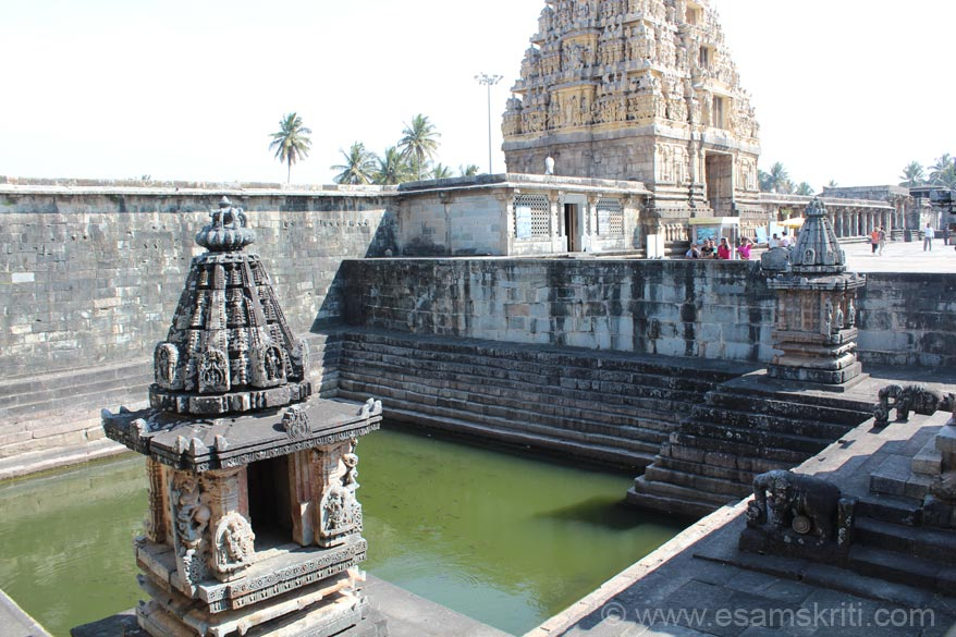 Sarovar picture. Has receeding steps on all sides. At entrance are two elephants that u see on right of pic.
