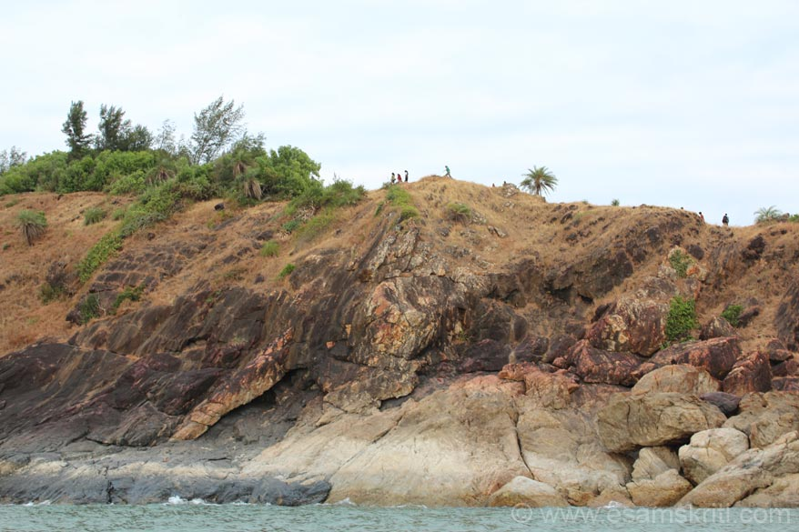 All along the coastline are a series of small hills as u see in this picture. Tourist also walk it from Om to Paradise beach, u can see some in the pic. Was told it is a great walk although I 