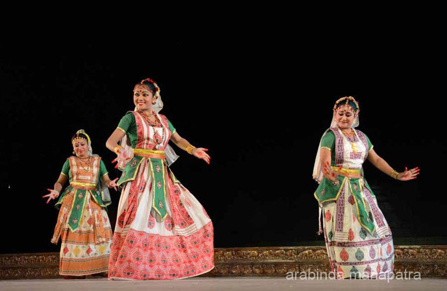 The dance was indicative of Sri Krishna``s ``Leela`` with ``Gopis``. The dance tradition got culminated with the serene and scintillating presentation of Bhakti Bhavana based on ``Nabadha Bhakti`` of Srimad Bhagavat.