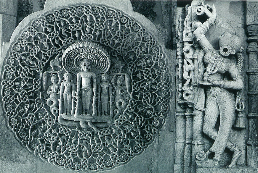 You see Sahastrafana Parshwanath. A carving on the wall. The icon has 1008 snakes are intertwined in a manner whereby you cannot know snake ka tail.
