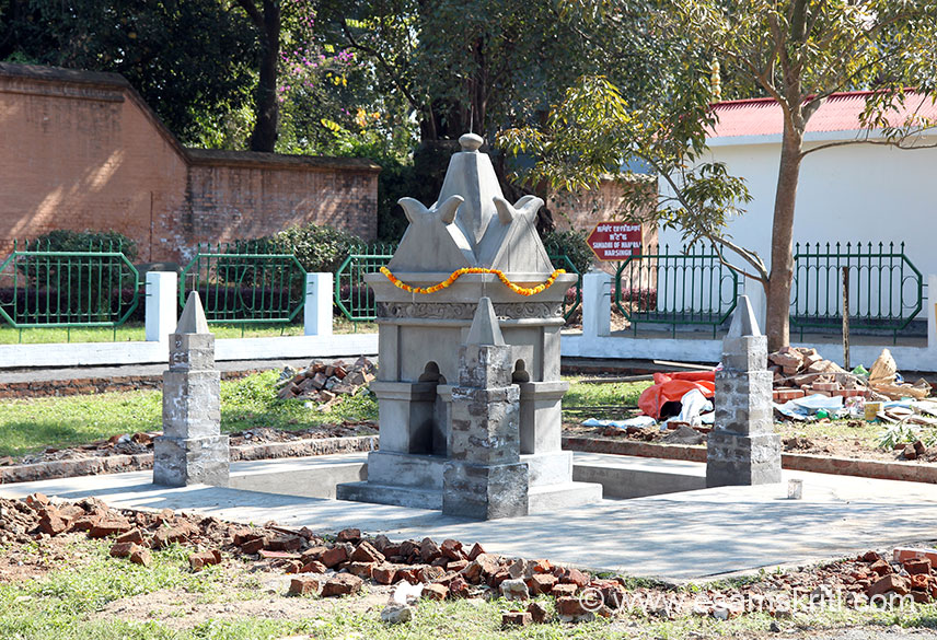 There is a small garden next to the fort which has the mortal remains of the beloved Maharaja.