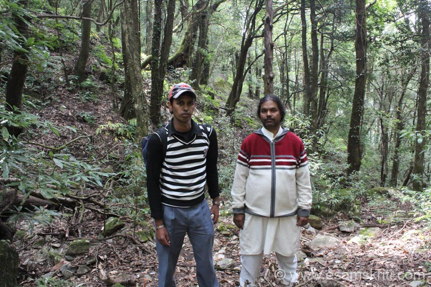 Person on right is Yogiji, a pranic healer from Kanpur and right is Raju guide somewhere enroute. I had no plans of doing this trek. Around 10am Yogiji and current Swami Maharaj were 