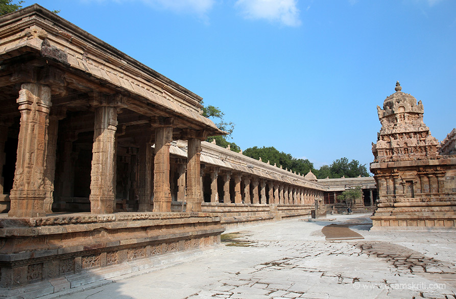 Long corridor on either side of temple, u see one side. There were Suriya ligams in the corridor - missed seeing.