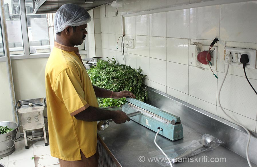 Every container is accompanied by a serving spoon which is washed, sterlised and packed in polythene bag. U see a devotee packing spoon. Tardeo kitchen supplies meals to 415 schools and covers 60,000 children. This includes Urdu medium schools as well. All children are treated equally.