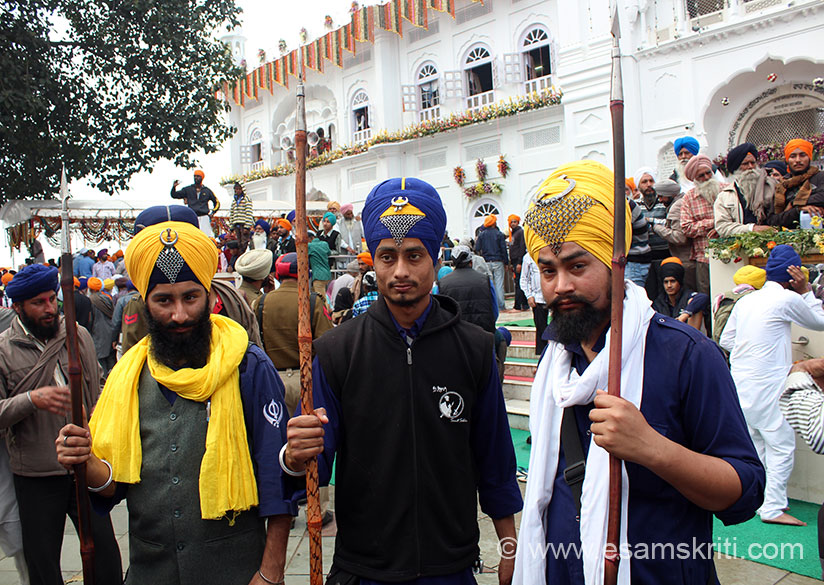 Nihangs at Shri Keshgarh Sahib Gurduwara on Hola Mohalla day. Traditional Nihangs is what you saw earlier. I met a few people who dress like Nihangs and into fighting games but are from different backgrounds compared to traditional Nihangs.