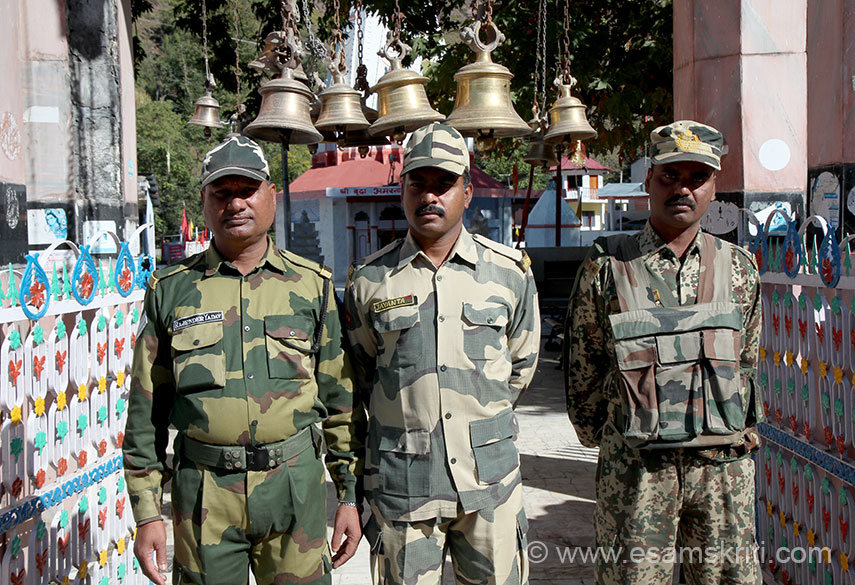 BSF Jawans at the temple. Admire the service done by the BSF, Army etc esp at such high altitude. It gets very tough during the winters. Former rulers of Poonch have settled in Dehradun.