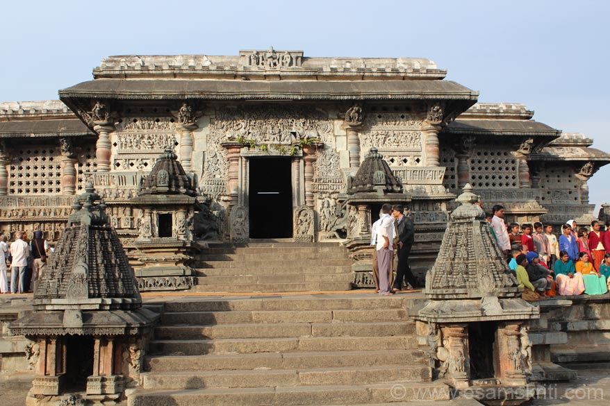A close up of the main temple. Now u shall see close ups of entrance, external wall sculptures/maidens. Amazing work.