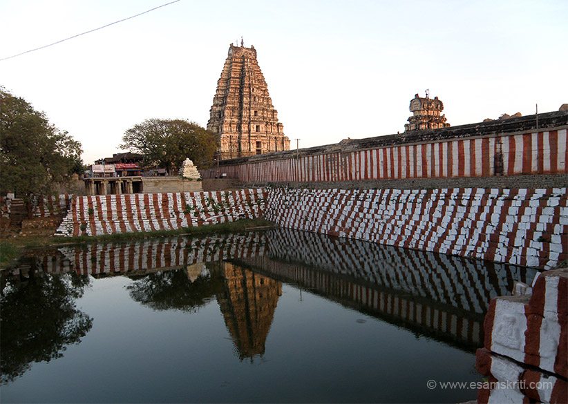 Close to the north gopura and near to the main sanctum is the temple``s sacred pond the Manmantha Tank and a series of shrines. The tank is what u see - pic taken at sunset time.