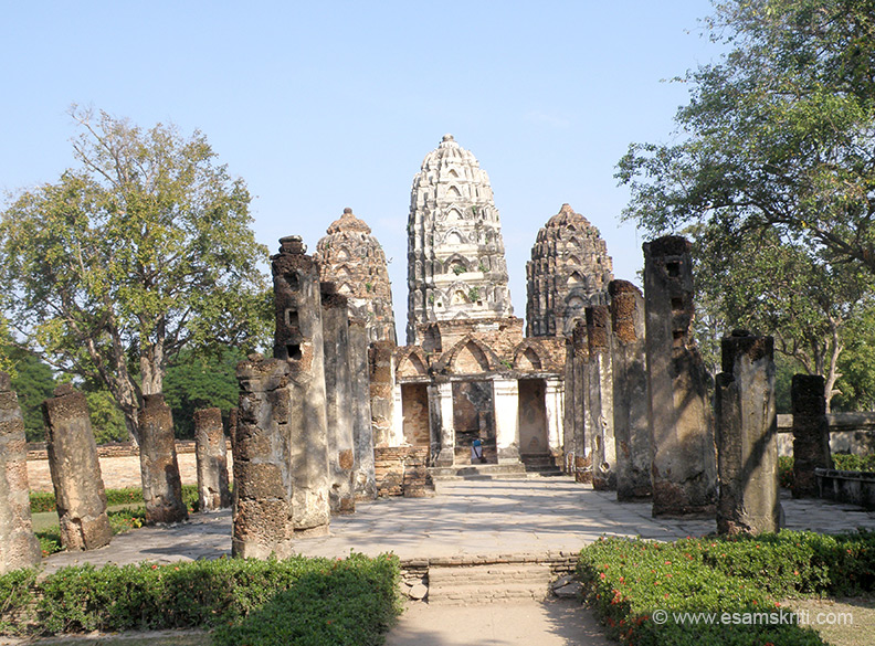 An overview of Wat Si Sawai. It has carvings of Vishnu and other deities. It was earlier a Hindu shrine before being adopted as a Buddhist monument.