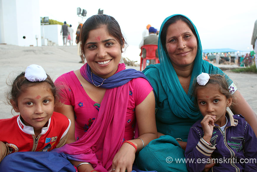 Close to the langar in Shri Keshgarh Sahib Gurudwara met this group. The younger lady thought I wanted to click and sell her pic. How was I supposed to tell her that think she has a great smile.