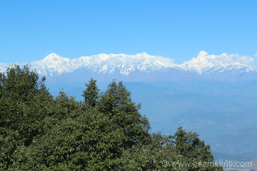 An 12.30 ish view of the Himalayan Peaks left to right Trishul, Nanda devi and Nanda kot. Nanda Ghunti, Panchachuli and Nepal peaks not in pic. Binsar Hill is locally known as Jhandi