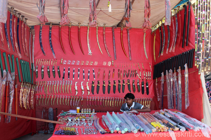 Number of shops sell daggers, swords and screw drivers as well. U see one such shop. I was told that post sun-set a joyous environment is created by folk musicians. Camel races are  also organised that I did not get to see since went on day 4. To see more pics of fair <a target=_blank href=http://www.imagesofrajasthan.com/nagaurcattlefair.htm>Click here</a>