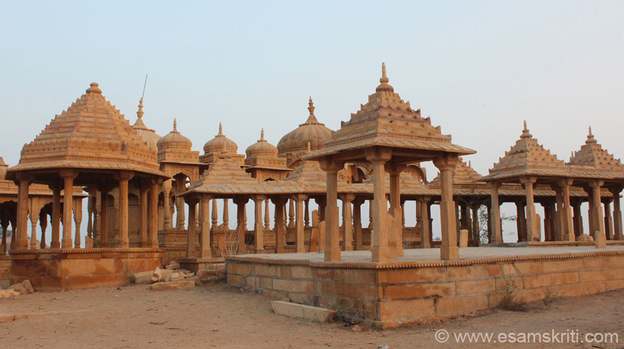 A close up of some of the chhattris. To see pics and know more about Vyas Chhatris <a target=_blank href=http://photos.suchit.in/Travel/Jaisalmer-Rajasthan-India-Nov/1304087_c84gf5/420276428_dFzcXqd#!i=420276428&k=dFzcXqd>Click here</a>