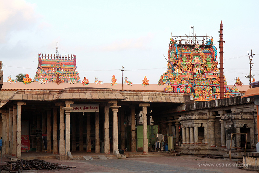Mandapam ends when you see gopuram on right of pic. At gopuram is the temple wall.