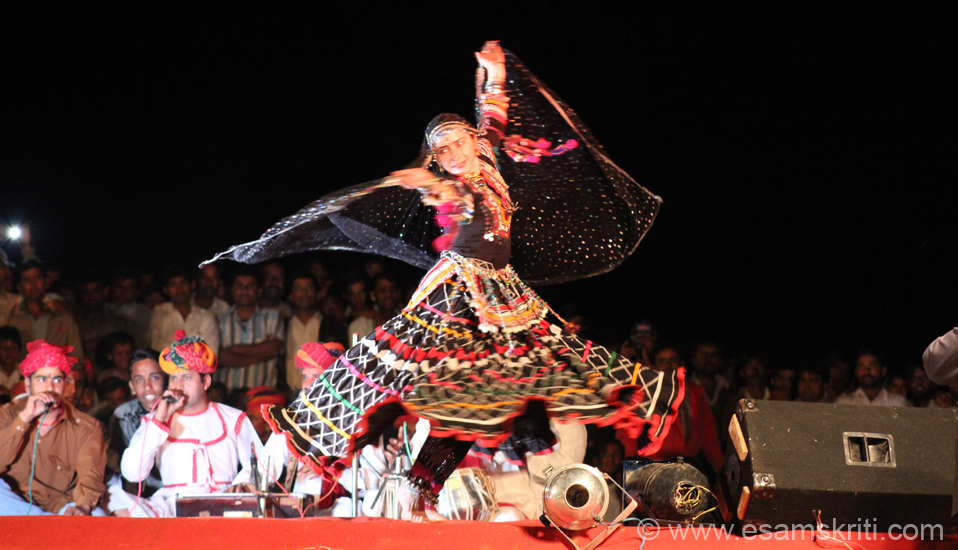 U see a Hungarian dancer who has become part of Kalunath Jogi``s group. The dance is associated with snake charmers. Ladies wear traditional black skirt. To know about Kalbeliya Dance, see Videos <a target=_blank href=http://www.ekunji.com/entertainment/indian_dance/rajasthani_dance/kalbelia_dance/kalbelia_dance.htm>Click here</a>