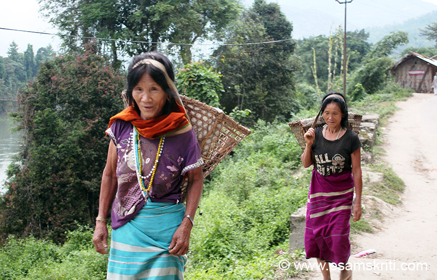 Early morning - local ladies headed for the farm to collect produce. Do visit the local craft centre sales emporium for o/s bamboo handicrafts and colorful garments. To see pics of 