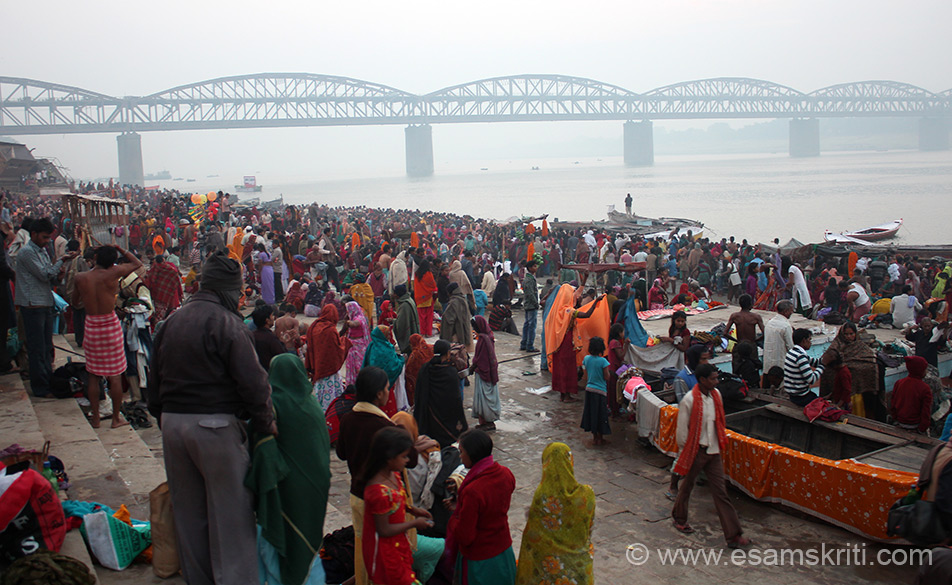 This is Rajghat, the last ghat. In front is the rail/river bridge that brings you to Kashi. The ghat is a long one and full of devotees.