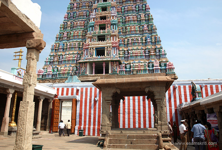 "Rear side of the main gopuram. ""The temple tower though ascribed to Vallabha Pandya and Periyazhwar, seems to have come into existence in the 17th century. "" To read good article about 