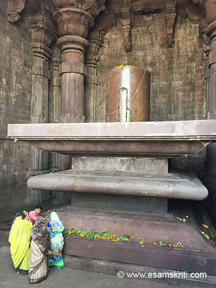 "Monolothic Shiv Lingam, Bhojpur Temple. ""West of Bhojpur once a vast lake, but nothing remains now except the ruins of the magnificent old dams by which its water were contained."" To read a good