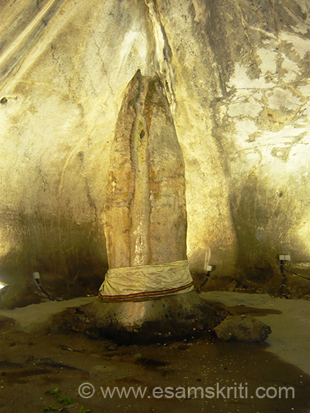 "Shuyambu Linga...Har Har Mahadev. For more insights on origin of Batu Caves.<a href="" http://www.malaysia-travel-guide.com/batu-caves-kuala-lumpur.html"" target=""_blank"">Click here</a>"