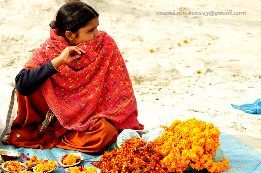 Flower seller on the banks waits for business. To know all about Why and Significance of Kumbh Mela <a target=_blank href=http://www.esamskriti.com/essay-chapters/Kumb-Mela-1.aspx>Click here</a>