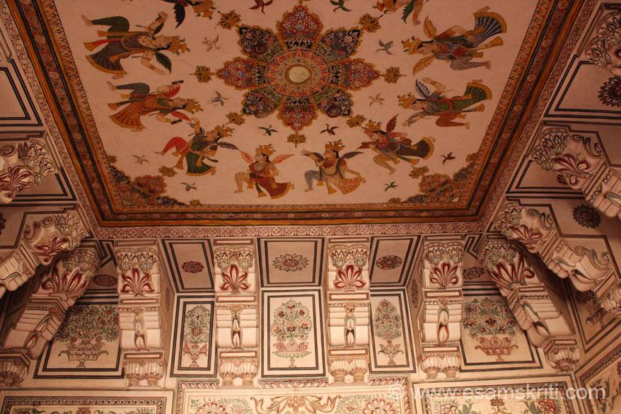 This painting in the ceiling is above the area that you saw in pic no 16. Note the paintings on wall and ceiling. To see a pic of the full painting on ceiling go to pic no 50.