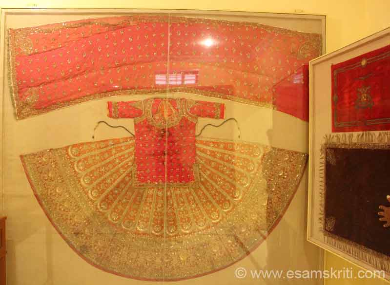 Costume. Some captions taken from this site, u can also see more pictures of Prachina Museum here <a target=_blank href=http://www.imagesofrajasthan.com/bikanerprachinamuseum.htm>Click here</a>