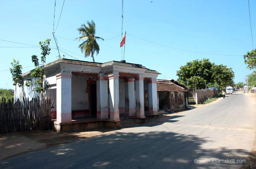 On left is Sugreevar Temple/Theertham. It is situated on the way to Gandamadana Parvatham.