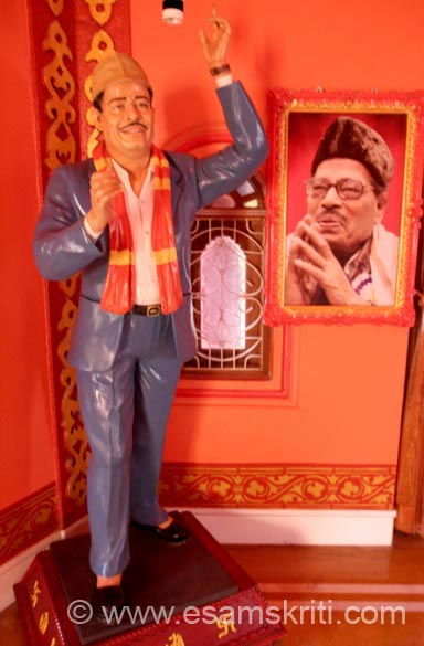 "In the same room is Manna Dey. Randhir Kapoor said, ""I am very happy for the respect shown towards my father, Raj Kapoorji, the greatest showman of Hindi cinema. My father is not alive today but I feel that he is alive and lives in this place in every work and lives in this memorial."""