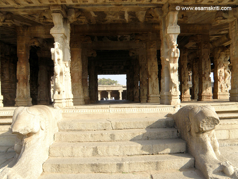 Entrance to the main temple. Two elephants whose trunks are broken. U can see the pillared pavilion.