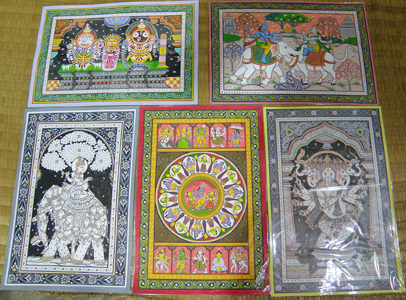 Paintings at the home of Dillip Kumar Prusty. By far the nicest artist that we met at the village and very good work as well. He was the only artist to cover paintings with plastic. He told me that the entire family, young and old, boys and girls were into this work - born artists.