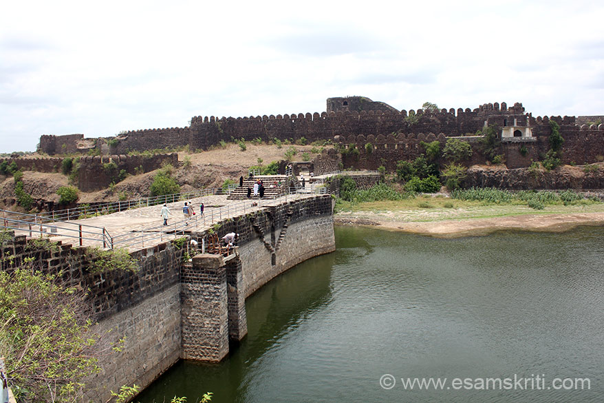 "Side view of dam in centre, Pani Mahal on right of pic and fort wall. All along the water body was a fort wall to prevent the enemy from entering the fort. To see pics of Kumbalgarh Fort <a href=""http://www.esamskriti.com/photo-detail/Kumbalgarh-Fort.aspx"" target=""_blank"">Click here</a>"