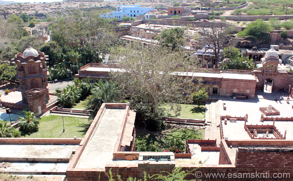 View of the Janana Mahal area from Brahma Temple ruins area. Left to right, first structure is Ek Thamba Mahal (u see close up later), garden with fountain in the centre, building behind