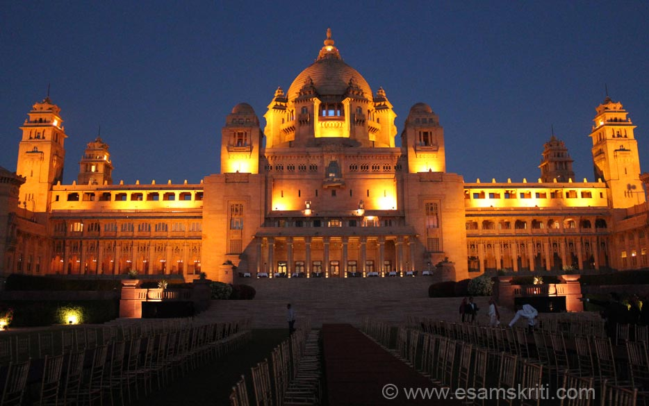 Pic taken about 7.30 ish when the palace is lit up. The first part can be called The Moods of Umaid Bhawan Palace because it shows palace at different times of the day.