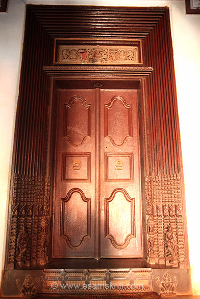 Chettinad mansions are famous for entrance doors with very intricate wood work.